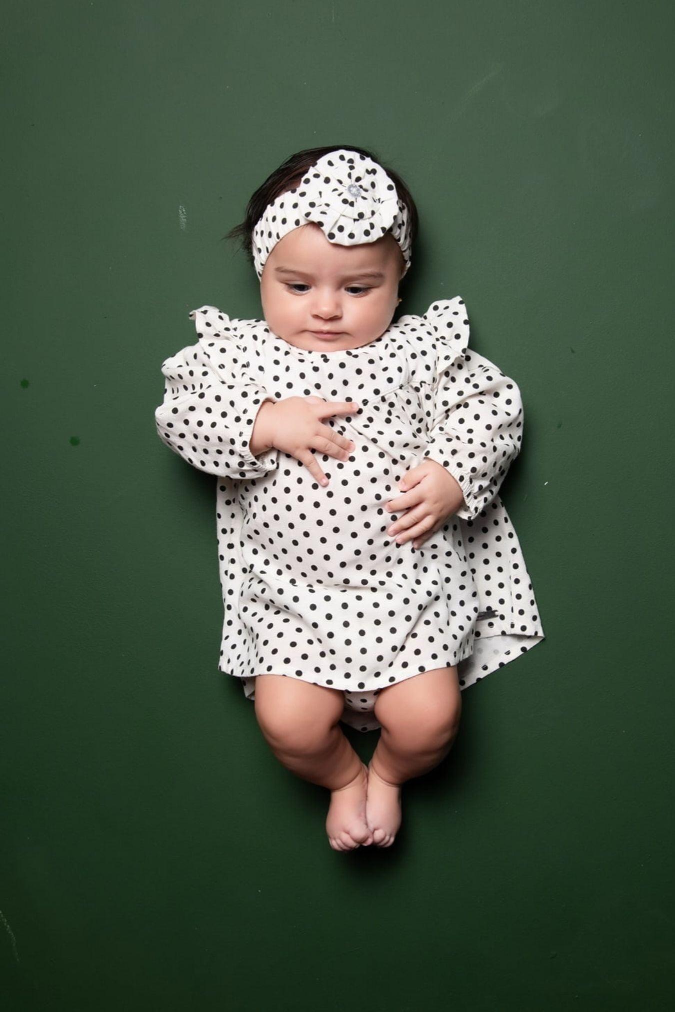 Vestido bebê de poá com babado