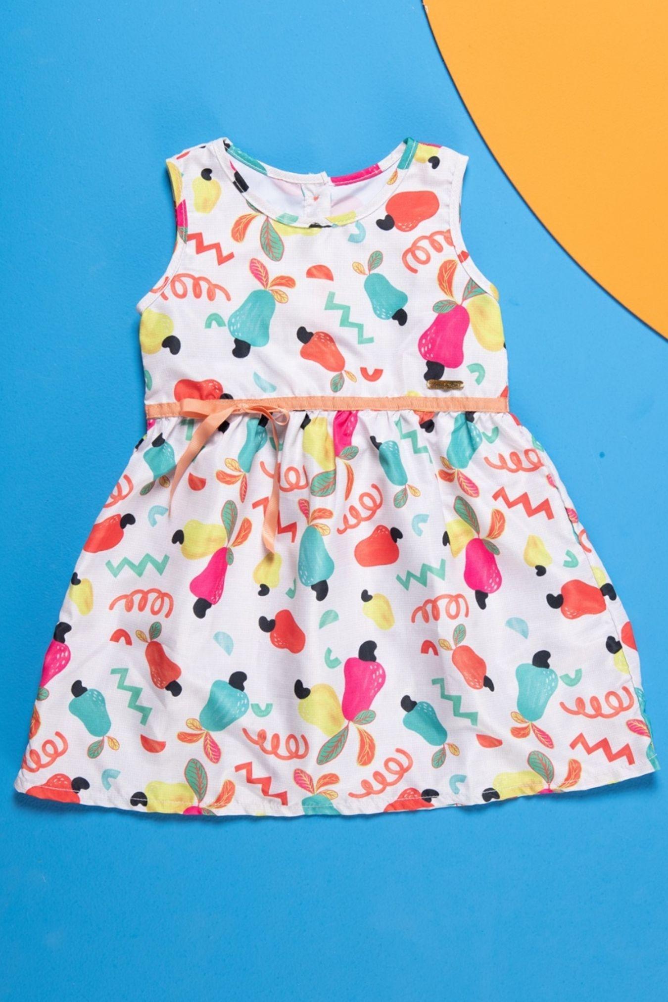 Vestido infantil com estampa de caju