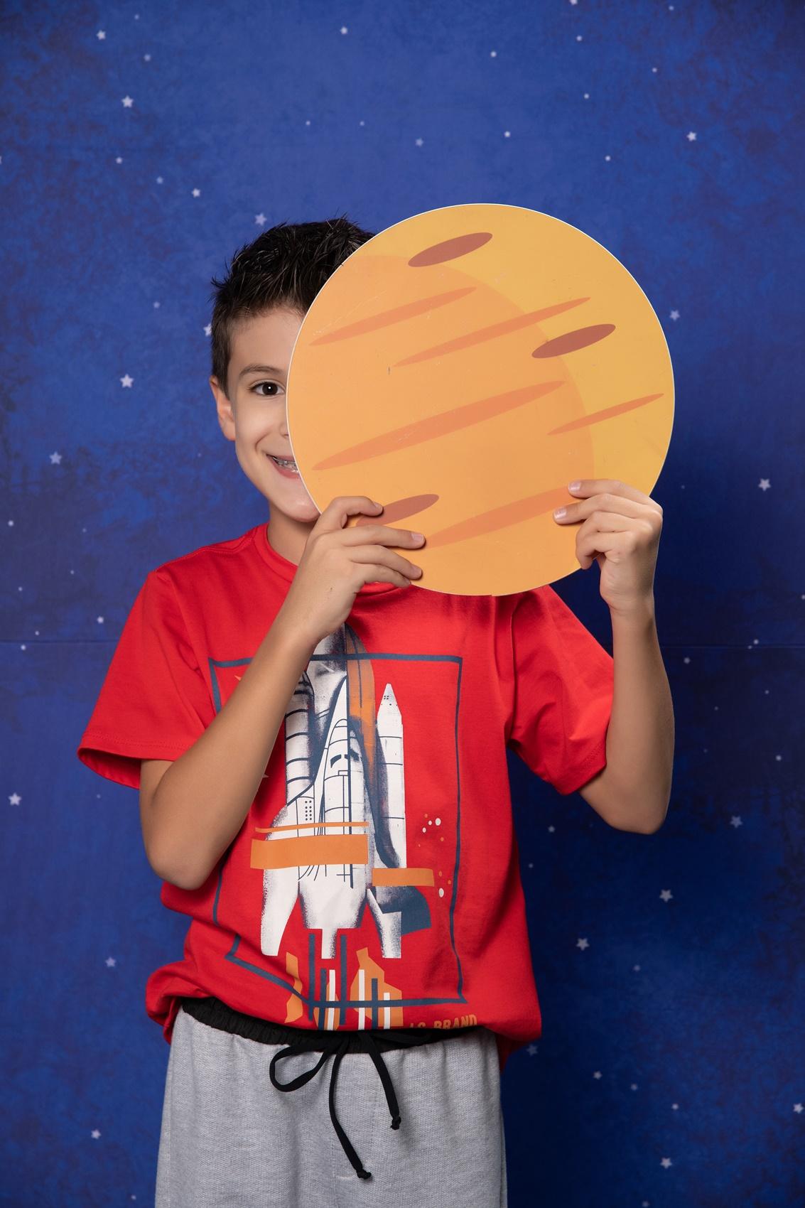 T-shirt infantil com estampa de foguete