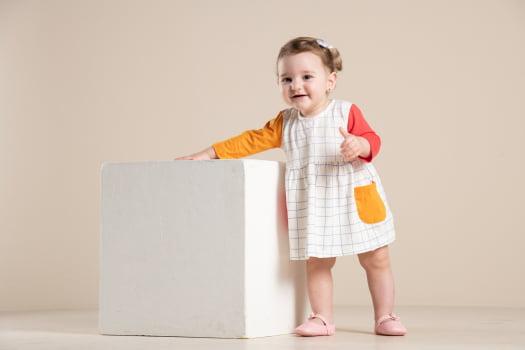 Vestido bebê manga longa com estampa geométrica
