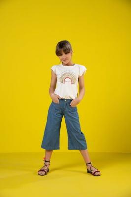Calça infantil jeans modelo pantacourt