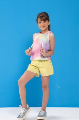 Cropped infantil de moletinho tie dye com capuz