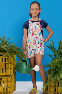 Jardineira infantil com estampa de caju