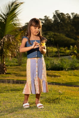 Saia midi infantil com estampa de flores
