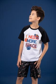 """T-shirt infantil estampa """"i need more space"""""""